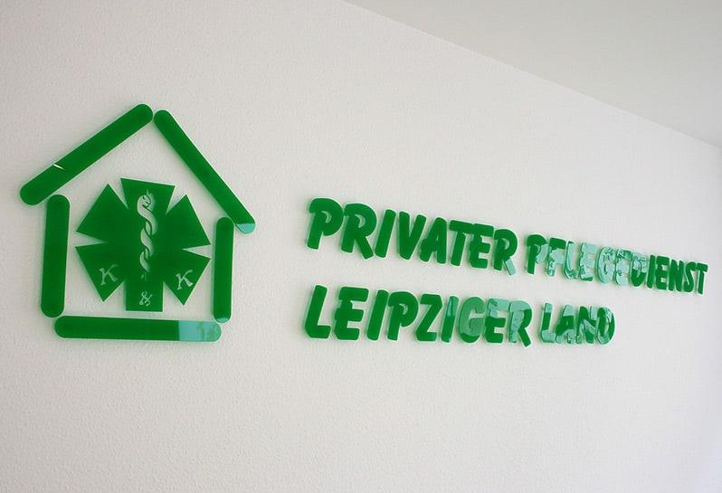 Logoschriftzug aus Plexiglas